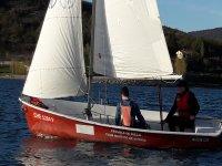 En el velero junto al patron