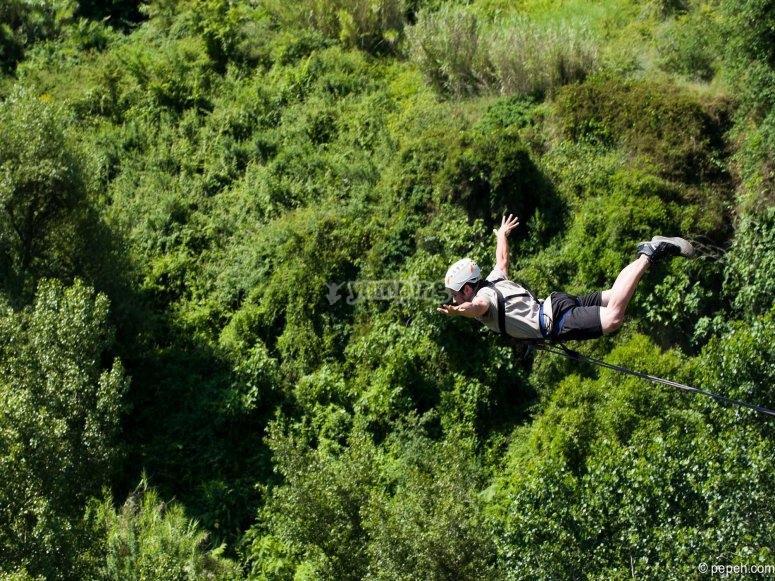 adrenalina con bungee jumping