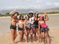 Alumnas de kite con el monitor