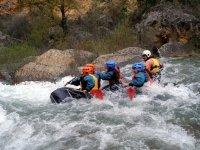 Rafting entre rapidos