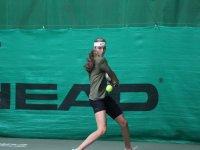 Lara en el entrenamiento de tenis