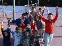 Los peques en clase de tenis