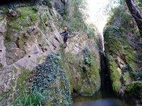 河Grapas费拉塔岩壁间