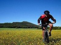 Montando en bici por Gredos