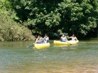 Encabezando el grupo de canoas
