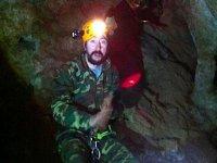 Iluminando el interior de la cueva