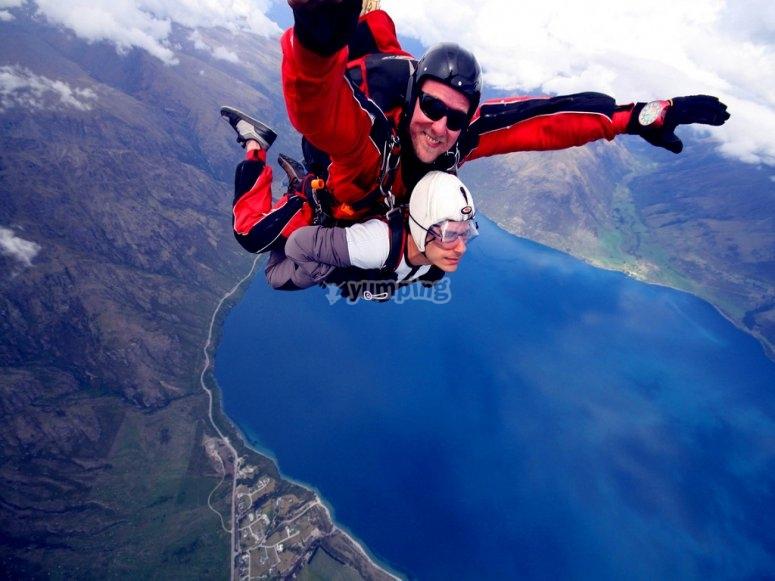 Salto en paracaidismo en tándem