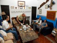 Turisti nel soggiorno del Huerta de Canamares, centro di educazione ambientale
