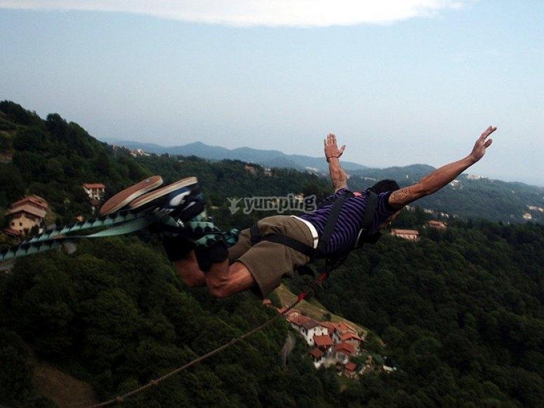 Salto de puenting desde el puente de Santelices
