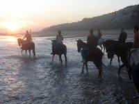 Puesta de sol a caballo
