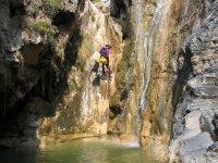 登山运动在水中
