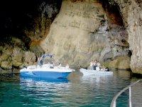 Excursión en barco en cuevas