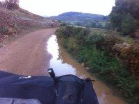Conduciendo por los caminos mojados