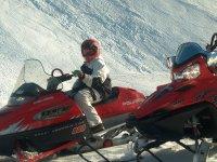 A bordo de la moto de nieve