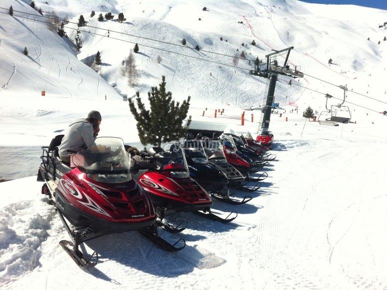 韦斯卡省的雪地车