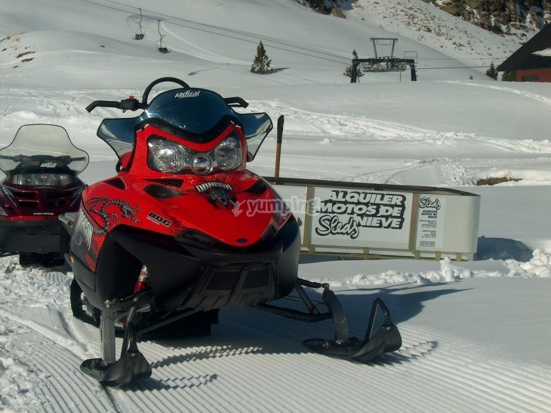 Una de nuestras motos de nieve