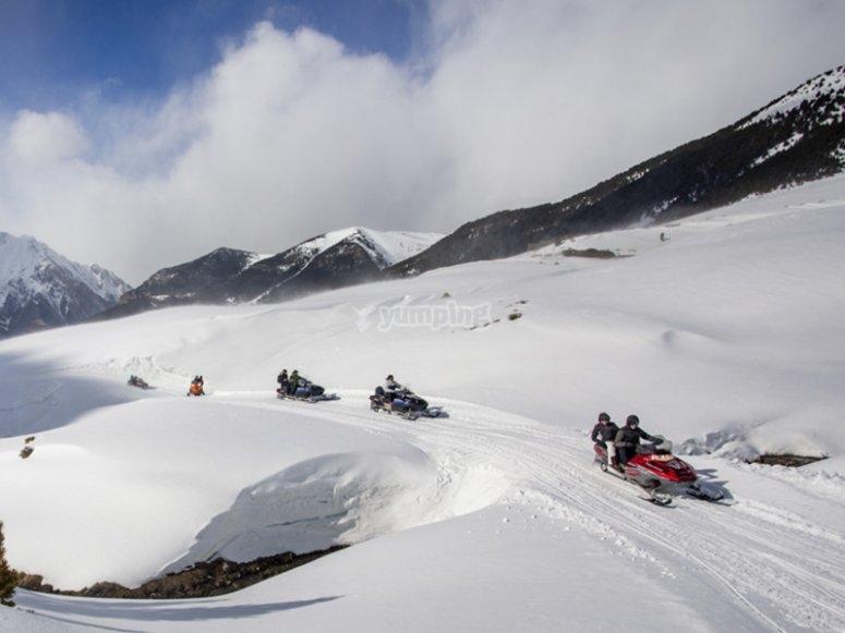Paseo en moto de nieve por Cerler