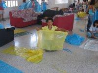 Fabricando trajes con bolsas de basura