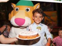 Minor celebrating birthday at Aventura Park de Mataro