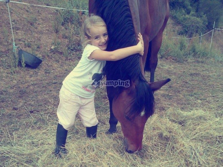 Niña con caballo