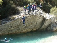 跳入峡谷漂流