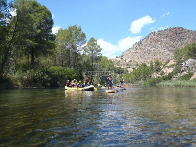 Unos en SUP, otros en rafting y otros en kayak