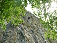 Rapel en una pared de roca