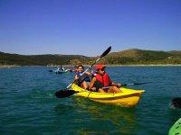 Canoas en aguas tranquilas
