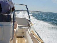 Barco navegando por Mallorca