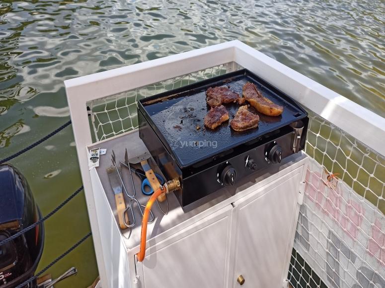 Alquiler de barco en El Burguillo con comida