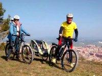 指标自行车安娜和米克尔Aniol