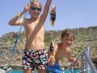 Ninos con peces