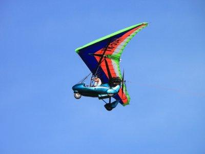 Pilota un ultraleggero a Santa Comba, 30 min