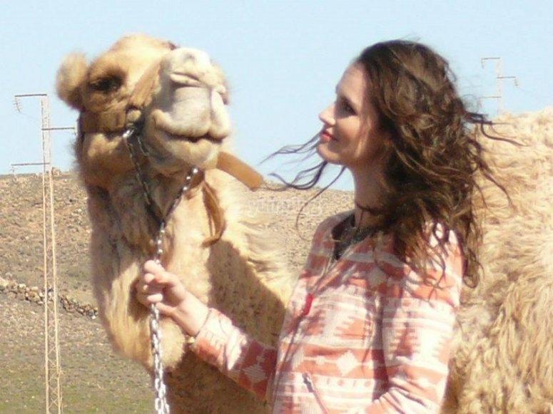 Junto al camello