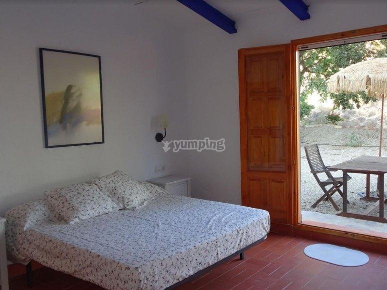 Dormitorio en alojamiento durante el surfcamp