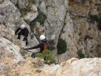 dos escaladores en marcha