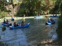 在马拉加练习皮划艇