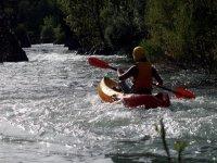 Descendiendo el rio en kayak