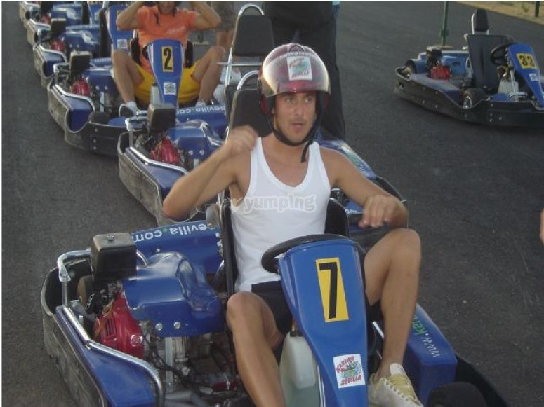 A punto de iniciar la tanda de karting
