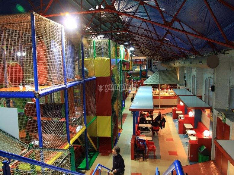 Juegos y cafeteria