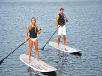 Paddle surf couple