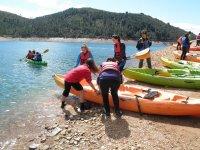 MEtiendo la canoa en ela gua