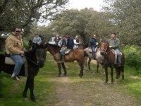 Realizando una ruta a caballo