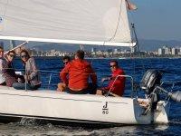 Disfrutando del velero en el litoral barcelones