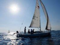 Nuestro barco de vela en la costa de Barcelona