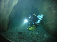 技术潜水冬季洞穴在比斯开
