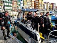乘船准备潜水出口
