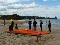 橙色桨冲浪桌