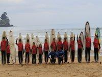 Set di studenti della scuola di surf