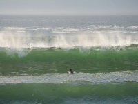 Buenas在Casariego塔皮亚海滩的波浪
